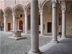 Correggio palazzo principi colonne.jpg