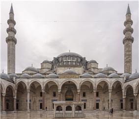 Cour mosquee Suleymaniye Istanbul.jpg