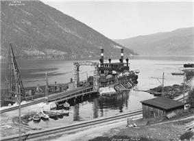 Historic photo of the ferry preparing to cross Lake Tinnsjø.