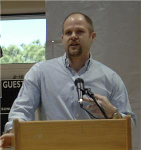 A picture of Danny Wuerffel giving a speech.
