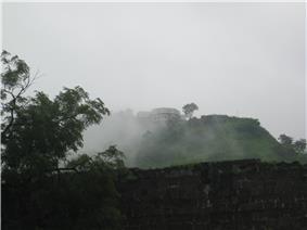 Daulatabad Chini Mahal far view.JPG