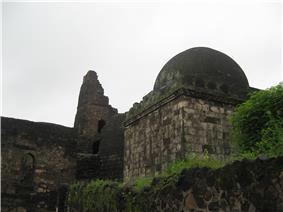 Daulatabad entrance dome.JPG