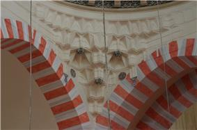 Detail of the interior of Süleymaniye Mosque (2).jpg