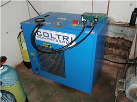 Diving air compressor P8046745.JPG