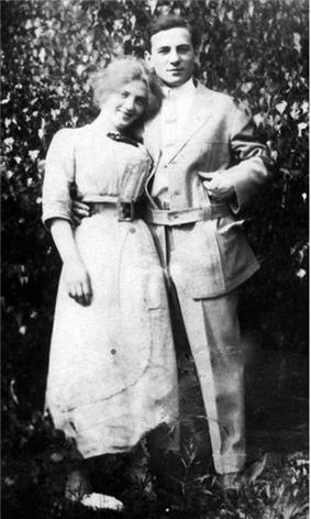 Photo of Dora and Robert Barnstone circa 1910.
