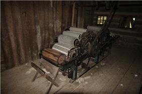 19th-century ox-powered double carding machine