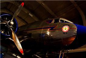 Douglas DC-3 Northwest Airline.jpg