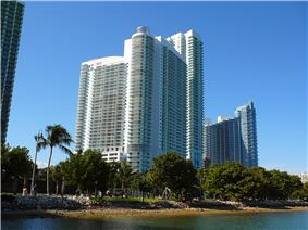 The southern end of Edgewater, showing the new developments 1800 Club (center) and Paramount Bay at Edgewater Square (right).
