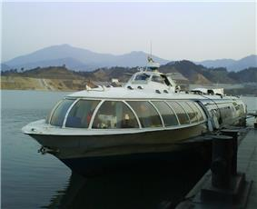 Access to Enshi can be gained by train, bus and the local airport.  Enshi is not commonly reached by boat.