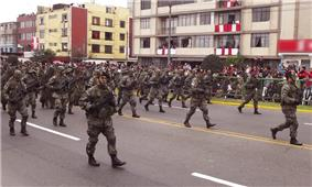 Photo of the Peruvian special forces carrying P90s during a parade