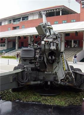 FH-2000 open breech and loader position.jpg