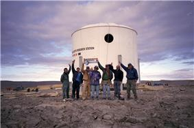 The completed exterior of the station on July 26, 2000. From left to right are Joe Amarualik, Joannie Pudluk, John Kunz, Frank Schubert, Matt Smola, Bob Nesson and Robert Zubrin.