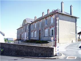 The town hall in Folles