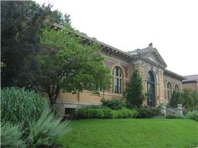 Former Carnegie library in Columbia-Tusculum.jpg