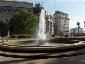 Fuente de la Plaza de Mayo.jpg