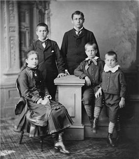 Mollie, James, Hal, Irvin, and Abram Garfield