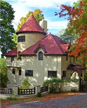 Gatehouse on Deerhill Road