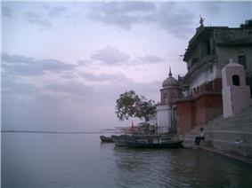 Ghat on the Ganges near Kanpur.jpg