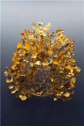Golden crown Armento Staatliche Antikensammlungen 01.jpg