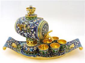 Golsen samovar with cup.jpg