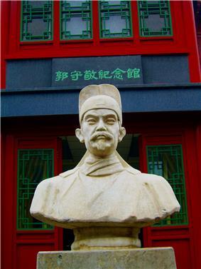 Stone bust of Guo Shoujing on public display in Beijing