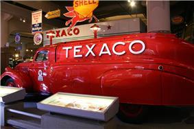 HFM 1939 Dodge Texaco tanker truck.jpg