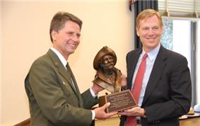 Scott Emmerich receives the 2010 Harry Yount Award