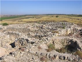 Ruins of building consisting of low walls of unhewn stones.