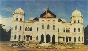 The Sawbwa Palace, a historic landmark, was destroyed in November 9, 1991 by the Burmese government.