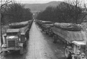 Heavy and pneumatic pontons loaded for transport to Remagen.jpg