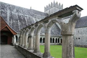 Holy Cross Abbey02.jpg