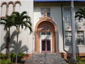 Honolulu-McKinley-HS-Beckwith-driveway-side.JPG