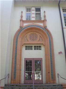 Honolulu-McKinley-HS-Commercial-doorway.JPG
