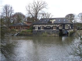 Housing on Eel Pie Island 2.jpg