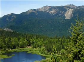 Howard Lake and forested mountains.