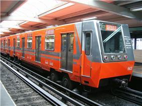 An NM 73 train, Mexico City Metro.