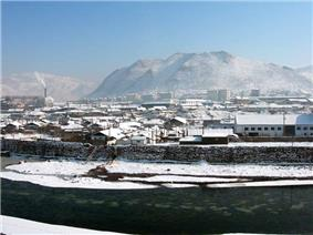 Downtown Hyesan in December 2005