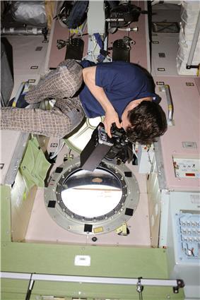 ISS-20 Roman Romanenko at a window in the Zvezda Service Module.jpg