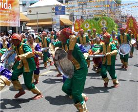 Street dancers, dressed in green and red