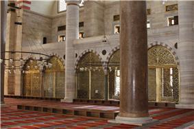 Interior of Süleymaniye Mosque (2).jpg