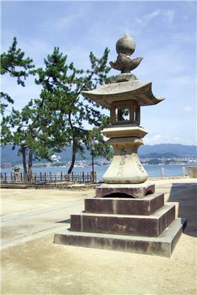 A stone lantern (tōrō)