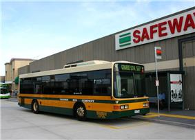 Photo of an Ivanhoe route bus, Northland (Preston), February 2008.