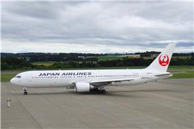 A Boeing 767-300 in Japan Airlines current livery