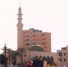 Large mosque with tall minaret