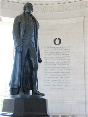 Rudulph Evans' statue of Jefferson with excerpts from the Declaration of Independence to the right