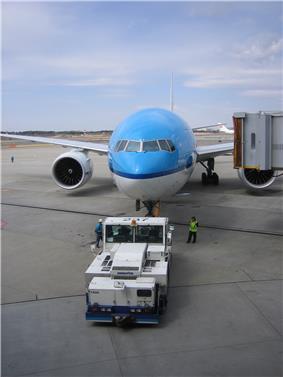 KLM 777 pushback.jpg