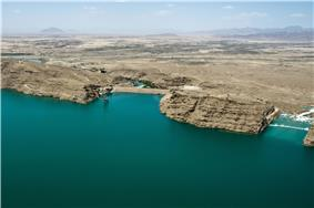 Kajaki Dam and spillway in 2012.jpg