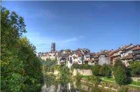 Kathedrale mit Saane Fribourg.jpg