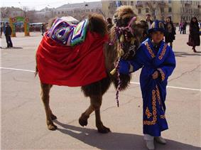Kazakh boy with a small camel. Baikonur-city, march 2007.JPG