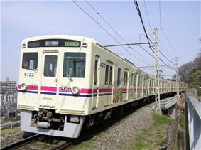 Keio6721tamazootrain.JPG